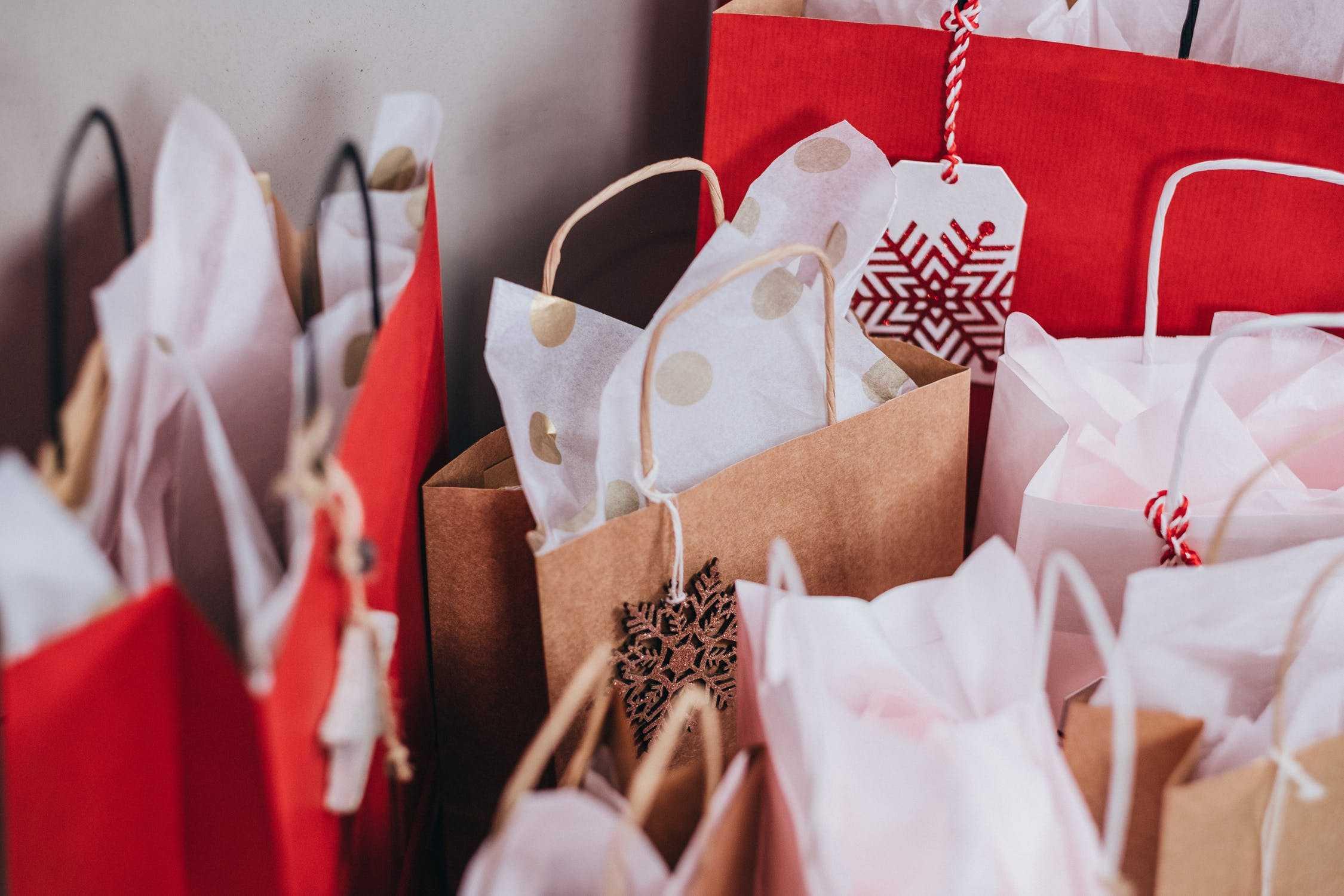 Svenskarna köper julklapparna på nätet men flertalet överväger inte miljöaspekten 1