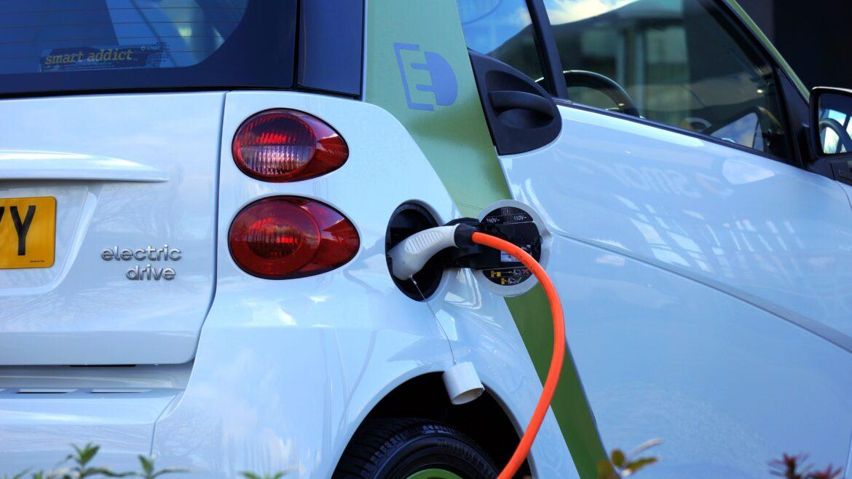 Ny tjänst från Greenely gör det billigare att köra elbil